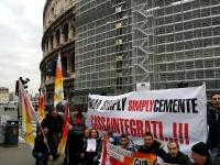 SMA SIMPLY, sit-in Flaica al Colosseo: azienda si prepara a vendite natalizie e lascia a casa 86 cassintegrati